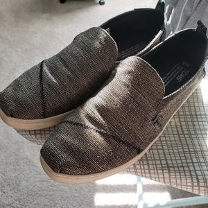 TOMS Black and Gold Alpergatas